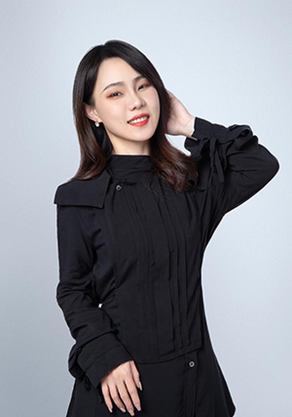 Yitong L. 时尚管理 马兰欧尼时装设计学院